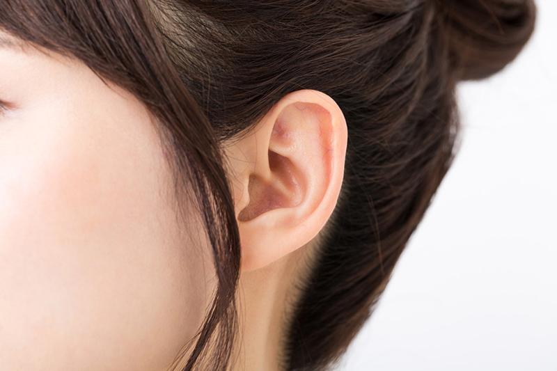 最近よく耳にする「骨伝導イヤホン・ヘッドホン」って何? その特徴や選び方を紹介